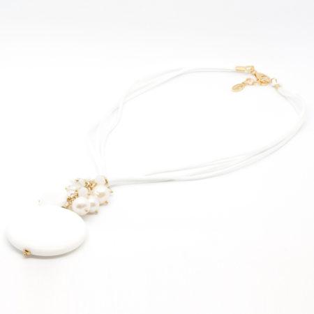 CI-F190 BI. Ciondolo in aulite bianca, cristalli e perle di acqua dolce. Colore Bianco