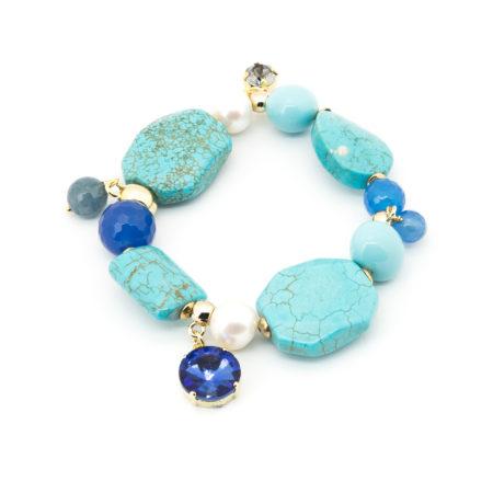 BR-F533 TUR Bracciale elastico realizzato in aulite, giada, Kobe, perle di acqua dolce e swarovski. Colore turchese.
