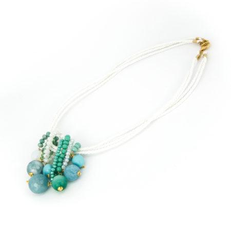 Collana realizzata in opale, angelite, kobe, vetro e cristalli. Lunghezza 32 cm