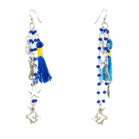 Orecchini realizzati in zamac e cristalli con nappa colorata. Lunghezza 10 cm